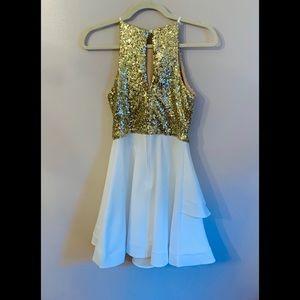 B Darlin Dresses - NWOT! B. Darlin Gold & Ivory Halter Dress
